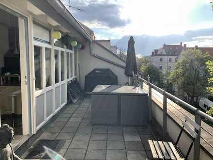 +DACHTERRASSE+ Lichtdurchflutete Maisonette-Wohnung mit Balkon und EBK in Milbertshofen, München