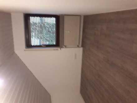 Suche Mitbewohnerin in Wenzenbach-Wohnung ist vollständig eingerichtet/Dachgeschoss