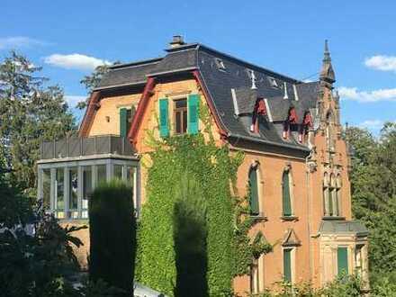 3-Zimmer-Wohnung in denkmalgeschützter Villa