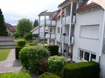 Top gepflegte 4 Zimmer Wohnung mit EBK, Aufzug, Balkon, 2 Bäder sowie Einzelgarage in Ehningen