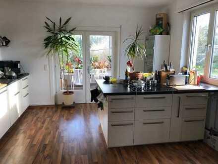 Schöne 3,5 Zimmer Wohnung in Frankfurt am Main, Nied mit Wintergarten und Gartenmitbenutzung