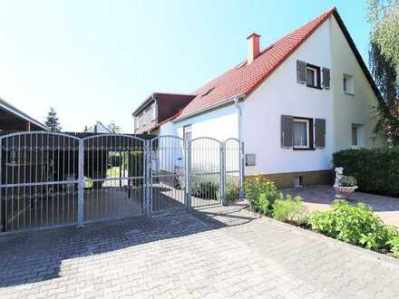 Aus 1 wurden 2 – Großzügiges Zweifamilienhaus als DHH in Mannheim-Käfertal