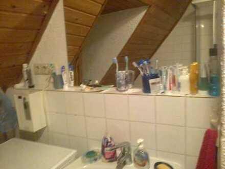 Gemuetliche Dachgeschosswohnung in im Fachwerkhaus. 5 min zur Haltestelle Mitte/Rhein,12 min zum Bah
