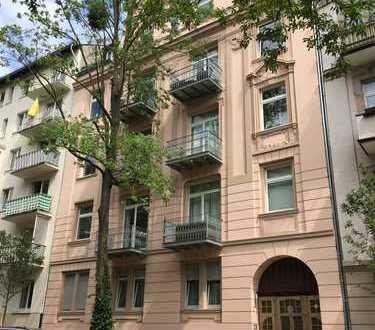 Sehr helle Altbauwohnung (derzeit für € 790,- ohne NK vermietet) in gepflegtem Anwesen aus dem Jahre