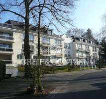 Köln-Marienburg - Drei-Zimmer-Wohnung mit Kamin und Balkon