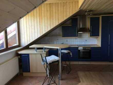 Helle, gepflegte 3,5-Zimmer-Maisonette-Wohnung mit Loggia und EBK in Mörlenbach
