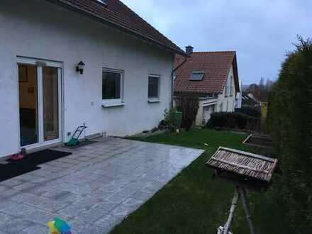 Erschwingliche und gepflegte Wohnung mit fünf Zimmern und Balkon in Riegelsberg