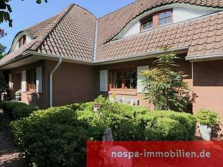 Exklusives Wohnhaus mit Einliegerwohnung, Wintergarten, massiver Garage, Carport, 2 Terrassen!