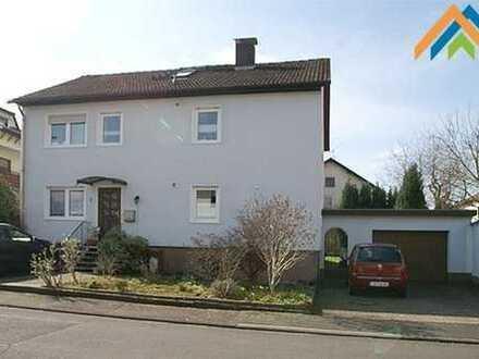 Zwei-Familienhaus, vermietet.