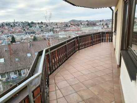 Tolle 2,5 Zimmer Wohnung mit großem Balkon und traumhafter Aussicht !