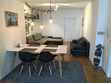 Helles schönes WG-Zimmer in großzügiger Wohnung in der Innenstadt