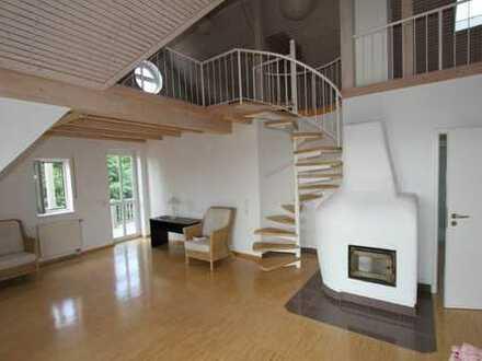 DG-Wohnung mit herrlicher Aussicht, 2,5 Zimmer, Galerie, EBK, 2 Balkone