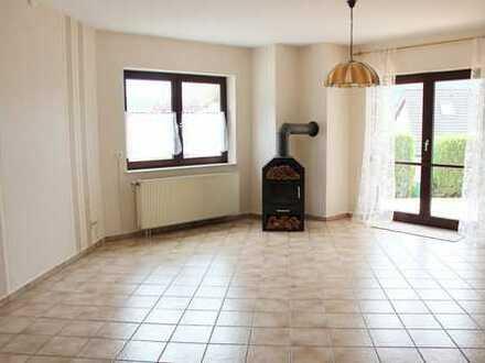 Sehr gepflegte 3-Zimmer-Maisonettewohnung mit Terrasse und Garage