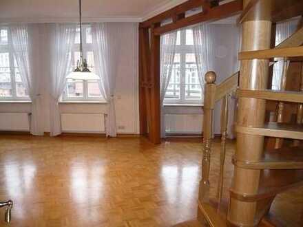**Stilvolle 4-Zi. Maisonette-Whng. mit Balkon und Garten in der City**