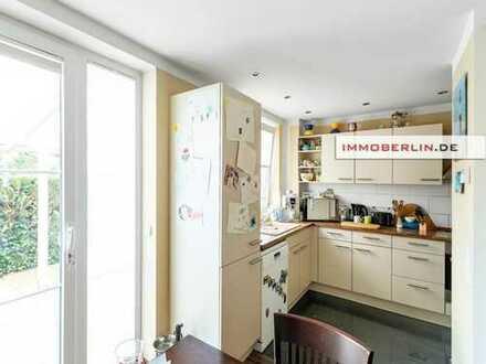 IMMOBERLIN: Erstklassig neu gestaltetes Reihenhaus in bestem Zustand