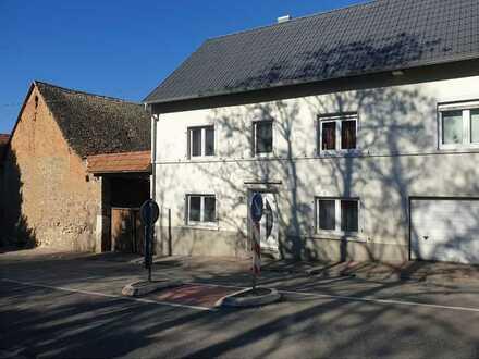 Großes Mehrfamilienhaus, großes Grundstück mit viel Potential in Ensheim