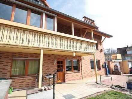 Ankommen und durchatmen: Lage! Fernsicht! 4 Wohnungen, 2 Garagen, Balkone, Garten,...im Grünen
