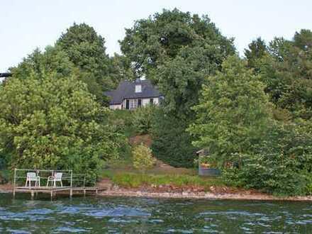 Seegrundstück in Traumlage direkt am Großen Plöner See - eigener Bootssteg