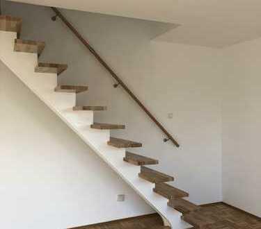 Erstbezug nach Renovierung: 4 Zimmer Maisonette Wohnung