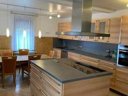 Erdgeschosswohnung mit hochwertiger Küche