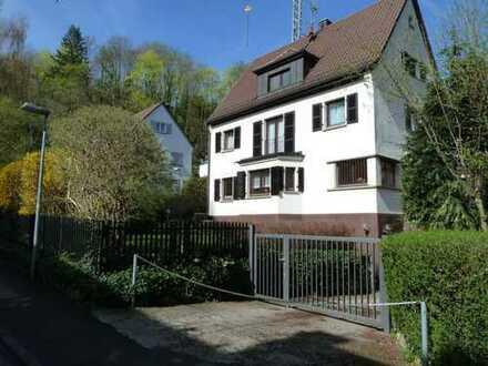 Unmöbliertes Haus in Toplage für Gartenliebhaber und Stadtläufer
