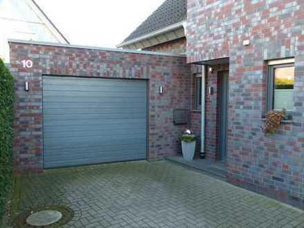 Exclusive Doppelhaushälfte mit großer Garage und Garten in Südlage zu vermieten