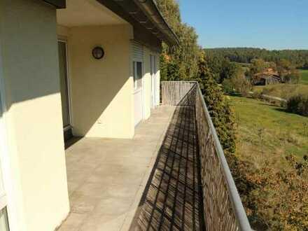 Top gepflegte 5 Zimmer Wohnung mit EBK auf Wusch, einem gr. Balkon sowie Garage+Carport in Gechingen