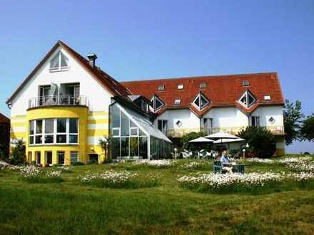 Hotelanlage mit Wasserblick auf der Insel Rügen