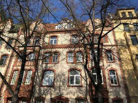 Höll Immobilien: Vermietetes 1-Zimmer-Appartement in einem Baudenkmal zur Kapitalanlage.