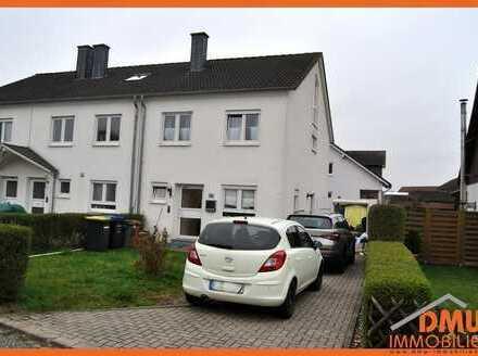 Reiheneckhaus. mit Garten, Terr., Stellpl., Vorgarten, 5 ZKB, TL-Bad Wa+Du, Gäste-WC, Keller, EBK