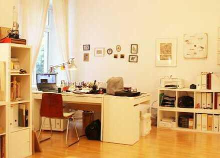 Exklusive 2-Zimmer-EG-Wohnung mit Einbauküche in Friedrichshain, Berlin (gegenüber vom SEZ).
