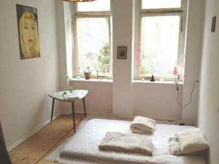 Wunderschönes helles 15 m² Zimmer mit Dielen und Ofen im Zentrum-Süd