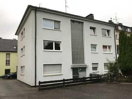Großzügige, vollständig renovierte 2-Raum-Wohnung im Erdgeschoss eines gepflegten 6-Familienhauses