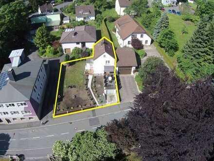 Kleines Wohnhaus mit Garten in zentraler Lage