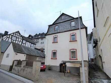 Denkmalgeschütztes ehemaliges Pfarrhaus mit Garten und Stellplatz in ruhiger Lage von Zell-Merl