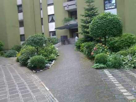 Renovierte helle 3,5-Zimmer-Erdgeschosswohnung mit 2 Balkonen in Nürnberg