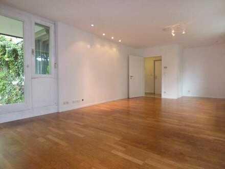Stilvolle, neuwertige 4-Zimmer-Hochparterre-Wohnung mit Balkon und Einbauküche in Heidelberg