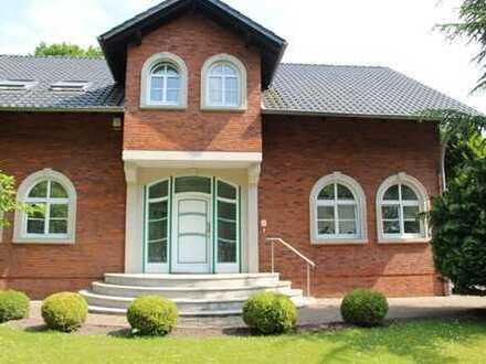 freistehende Villa/Haus 6 Zi 3 Bäder in Hannover (Kreis) Lehrte mit Garten und Garage