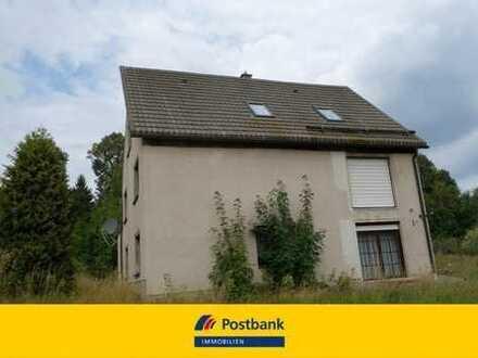 Sonniges Grundstück mit renovierungsbedürftigen Ein.- / Zweifamilienhaus