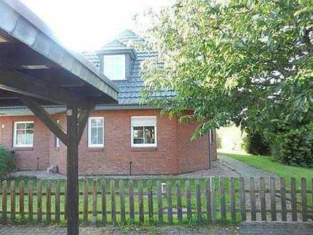 Großzügig gestaltete Doppelhaushälfte mit Carport in ruhiger, grüner Wohnlage
