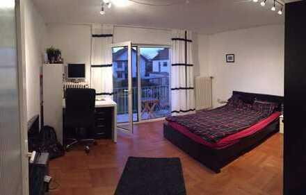 WG Zimmer in einer 2er WG mit Balkon und Wohnzimmer