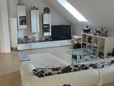 Gepflegte 2,5-Zimmer-DG-Wohnung mit EBK in Friedberg Ottmaring