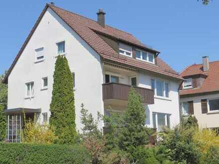 Frei stehendes 3-Familienhaus mit sonnigem Garten, Terrasse und 3 Garagen!