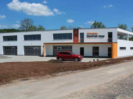 Moderner Neubau - Industriehalle 187 m² mit Büro/Praxen/Verkaufsfläche 175 m² - optional trennbar