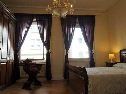 Stielvolle 5-Zimmer-Altbauwohnung im Heusteigviertel