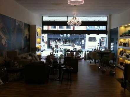 Exklusiver Laden mit großer Schaufensterfront in Top Lage