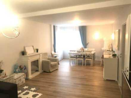 Helle vollständig renovierte Wohnung mit drei Zimmern in Ilvesheim