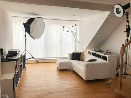 Besondere DG-Wohnung in bester Lage - vollmöbliert - bei langfristiger Miete individuel anpassbar