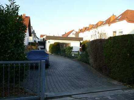 Kleine, aber feine Wohnung im Bungalowstil mit Sauna und großem Garten in Büttelborn.
