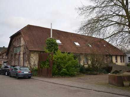 Wohn- und Geschäftshaus in Hördt mit großem Grundstück